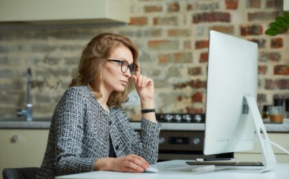 Lady in front of computer